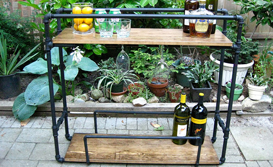 Kabinet meja mini dan rak pernak pernik dari pipa besi bekas