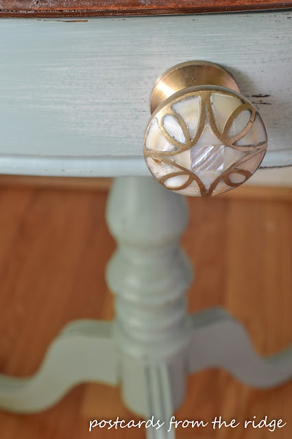 This beautiful knob from Anthrolpologie was the inspiration for this painted table makeover.