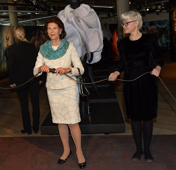 Queen Silvia at seminar on the subject of circus and inclusion and learn about the collaboration of disabled people in cultural projects, at the Chamaeleon Theater in Berlin, Queen wears dress