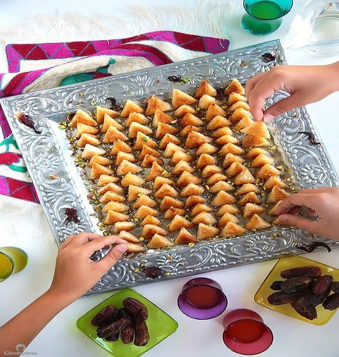 lil sweet treats will disappear off the plate in no time Mini Cream Cheese Sweet Samosas (Samboosak) Recipe