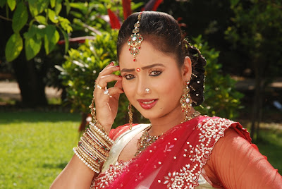 Bhojpuri Actress Rani Chaterjee photo, images, pics