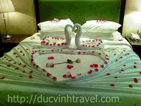 """Cách trang trí phòng cưới đơn giản đẹp thiên nga bằng khăn, lãng mạn đón nàng """" rễ làm lắm"""""""