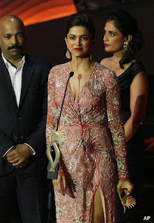 Celebrities received the IIFA 2013 Award gallery