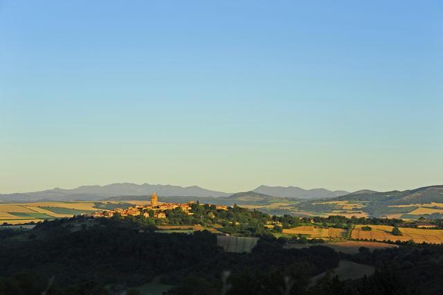 Auvergne, mooiste dorpen van Frankrijk, arkosesteen