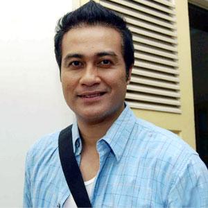 Foto Biodata Adjie Pangestu sebagai Papa Arka