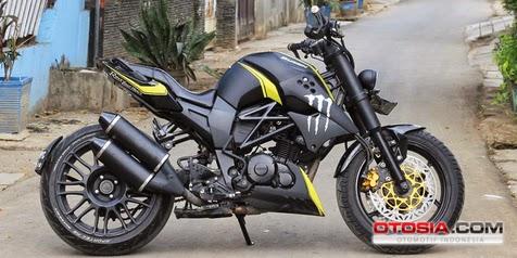 Satu lagi kreatifitas pembesut motor keluaran yamaha yang kreatif abis Wujud Byson Hasil Perpaduan Ducaty Dan Triumph