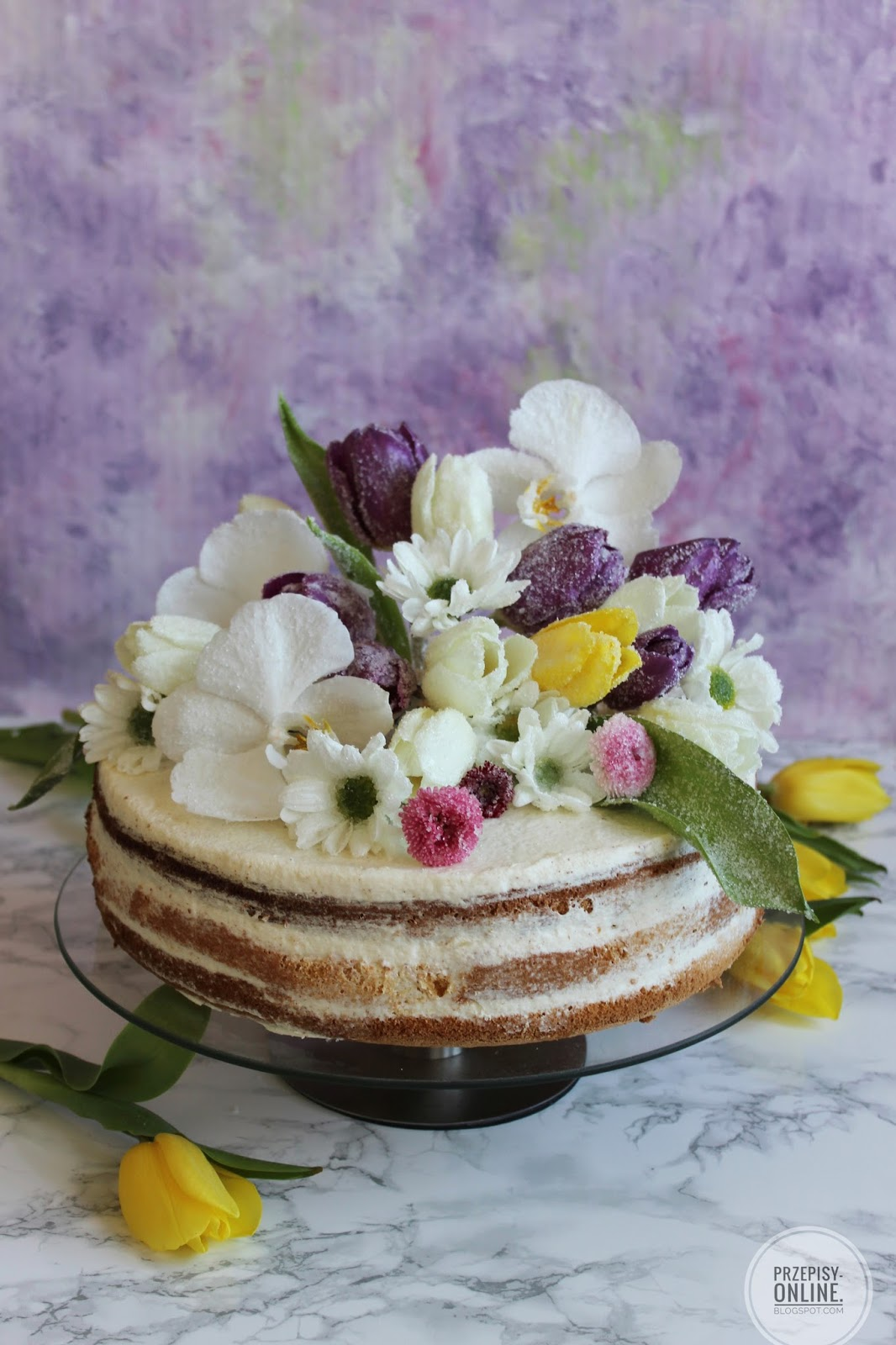 Przepis na tort z krystalizowanymi kwiatami