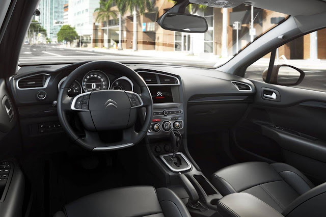 Citroen C4 Lounge 2017 - interior