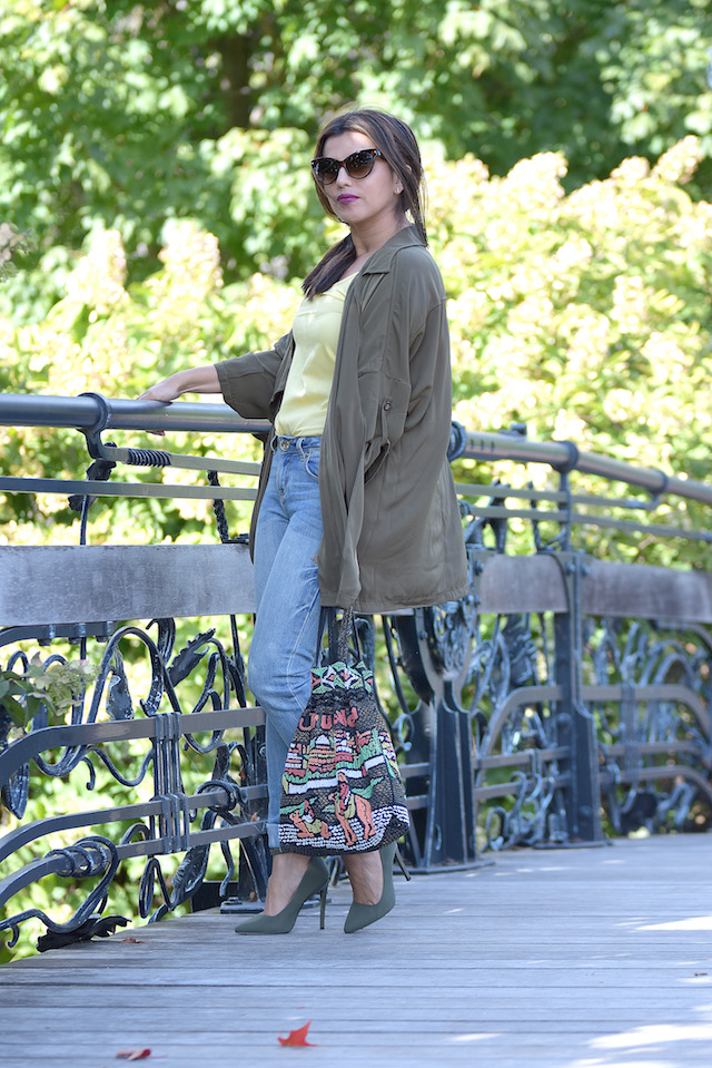 Wearing: Trench Coat/Gabardina: Choies Yellow blouse/Blusa: LightInTheBox Jeans/Vaqueros: Apple Jeans Shoes/Zapatos: Qupid