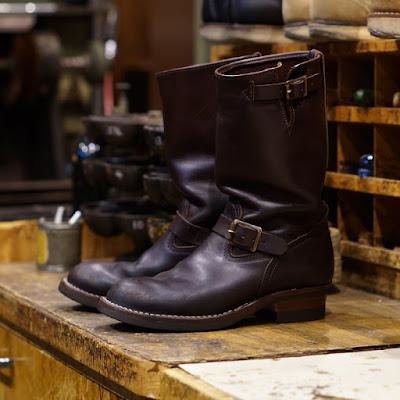 ブラウンレザーを使ったボス。ハードに酷使されたブーツにはオイルアップも入念に。