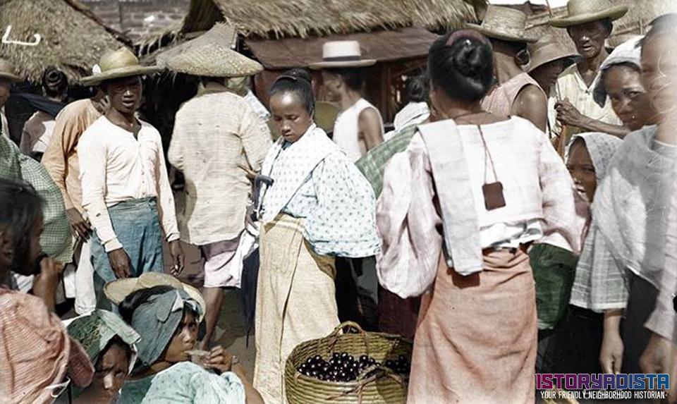 Bustling Manila marketplace (1901)