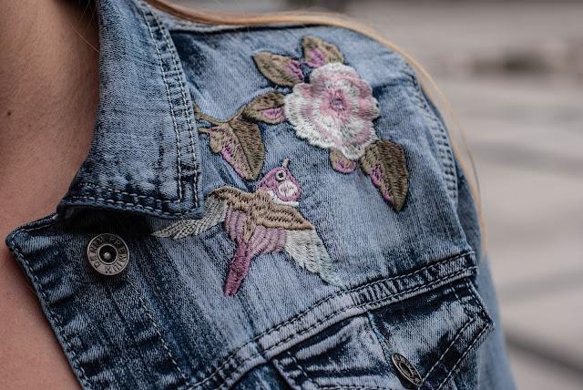 Dżinsowa kurtka haftowana