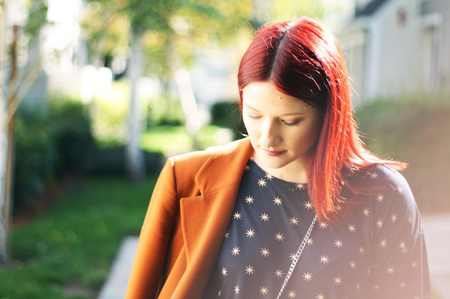 Outfit details, red hair, fashion blogger