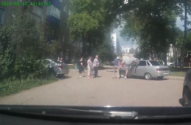 В Стерлитамаке водитель избил пенсионера:Видео