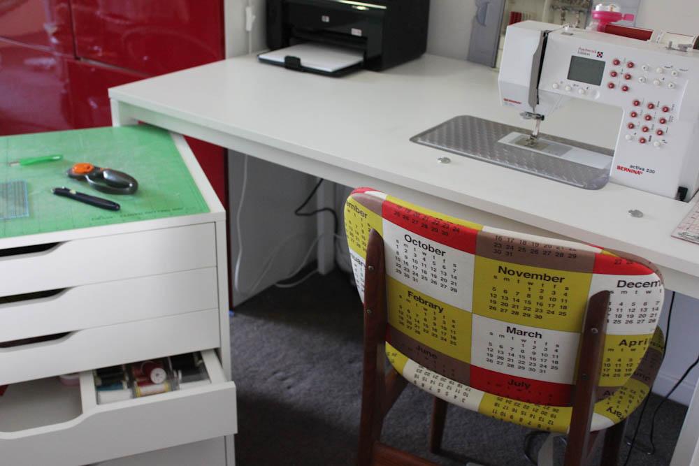 the ladybug 39 s garden make your own sewing desk. Black Bedroom Furniture Sets. Home Design Ideas