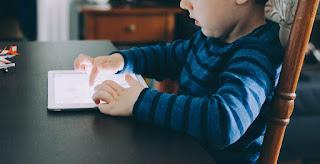 Penggunaan gadget pada anak