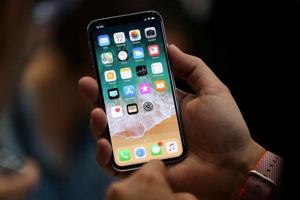 تقارير: آبل تحضر لمفاجأة في هاتف آيفون الجديد