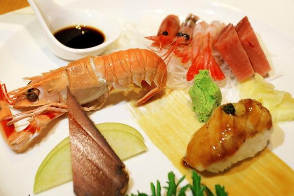 [屏東東港美食]福灣莊園餐廳|素食葷食皆美味~來自華僑市場的活跳珍饈海產