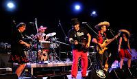 http://musicaengalego.blogspot.com/2017/05/fotos-compania-do-ruido-en-as-pedrinas.html