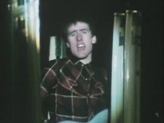 Imagen de Andy McCluskey extraído del vídeo musical de Electricity de 1980