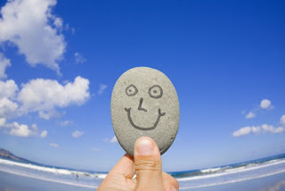 улыбающийся камень