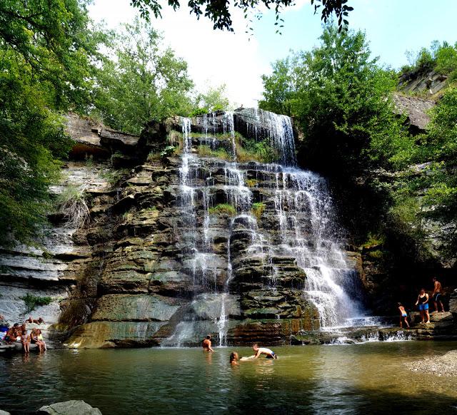 Le cascate dell'Alferello con i bambini.