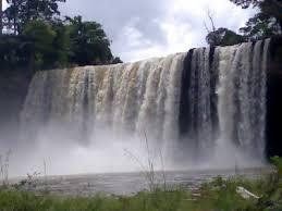 http://www.wisatakalimantan.com/2016/08/air-terjun-melanggar-dan-9-air-terjun-di-kalimantan-barat.html