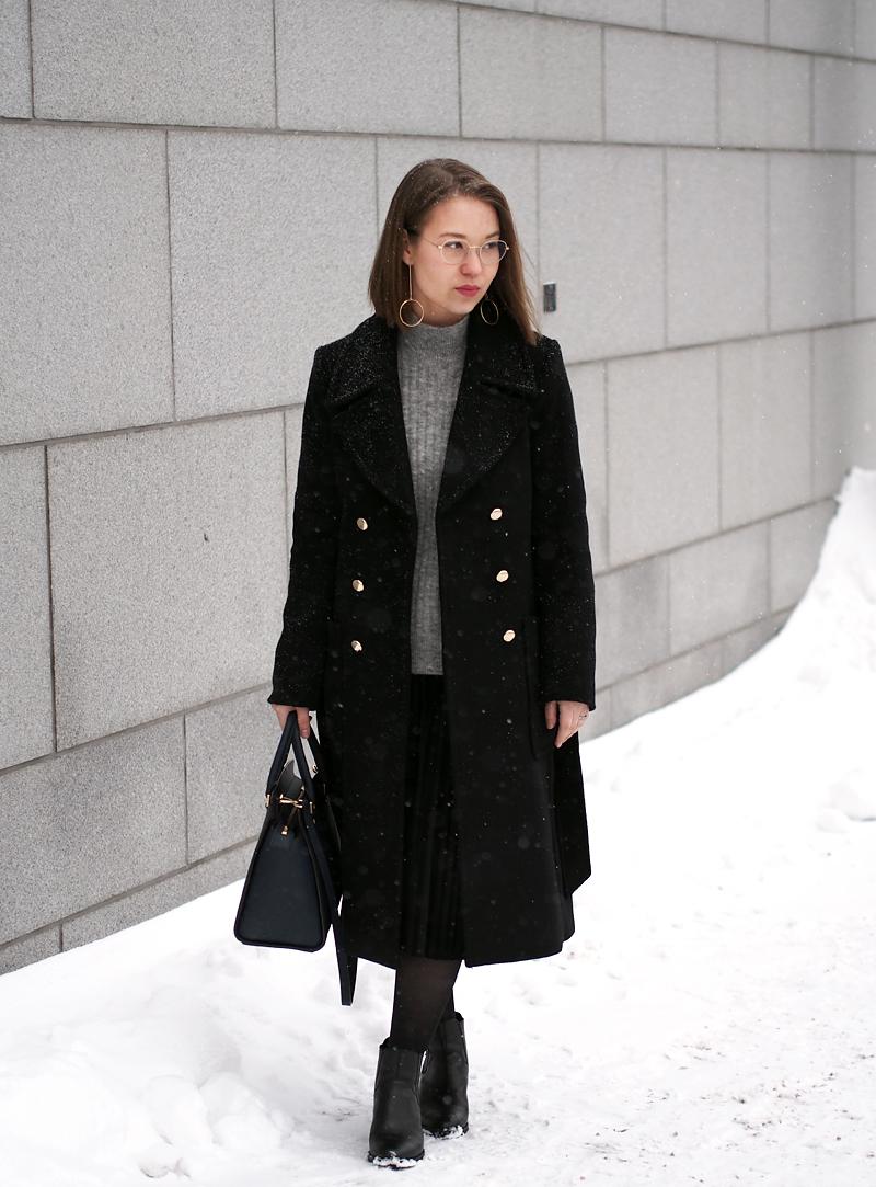 Myydään Michael Kors Tyylinen Laukku : New life musta ihana kangastakki