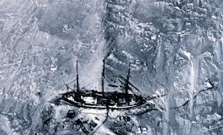 Fotografía del barco Gauss retenido en el hielo - expedición alemana Antártida 1902