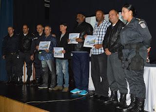 Militares reformados recentemente recebem certificados pelo tempo de serviço dedicado à corporação