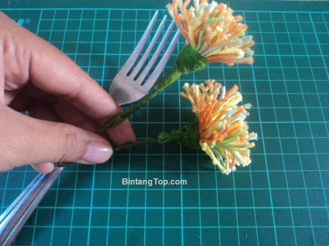 Bunga Dandelion dari Benang – Trik Pembuatan dengan Garpu