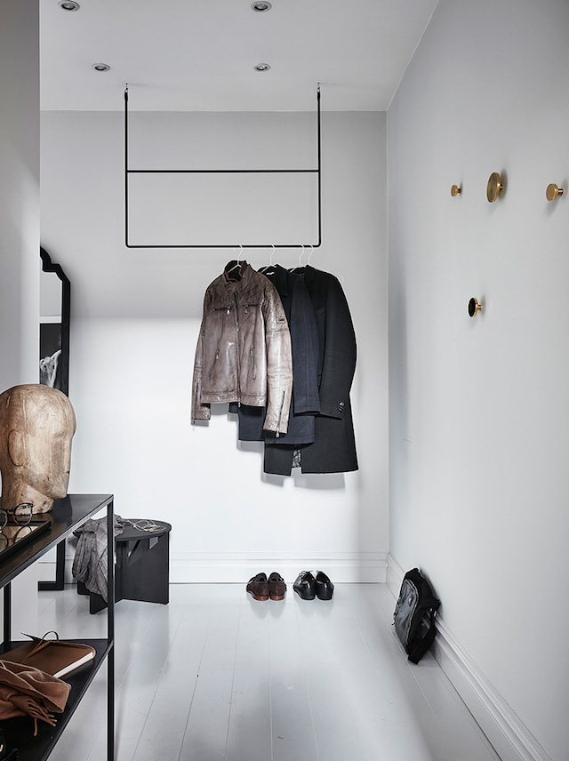 A soothing swedish space in shades of grey my - Decoration entree de maison ...
