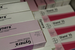 Tomar o anticoncepcional com água, refrigerante ou colas