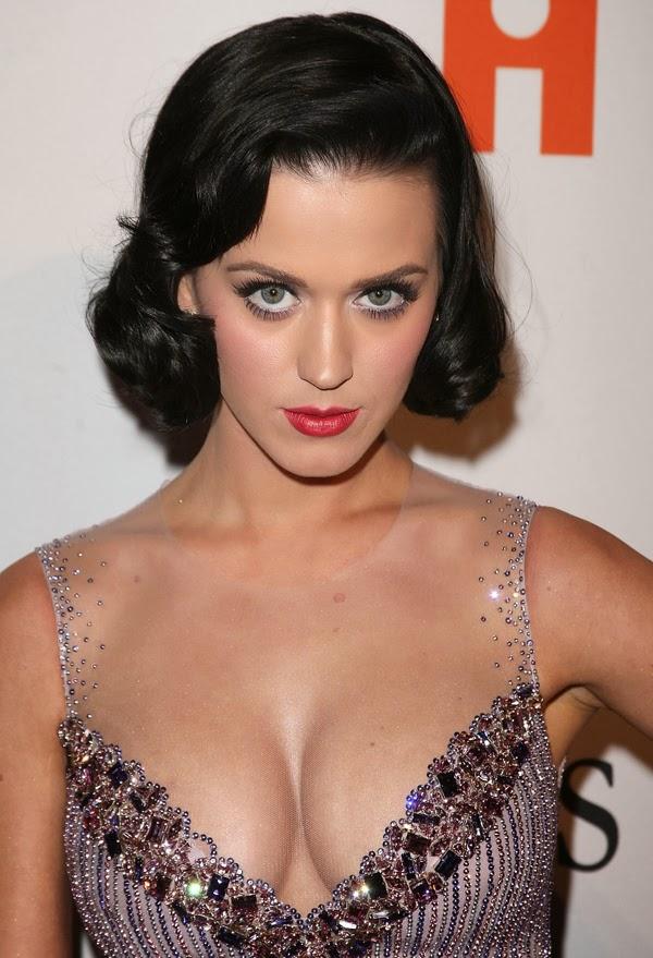 Fun Katy Perry Deep Cleavage Pics-7511