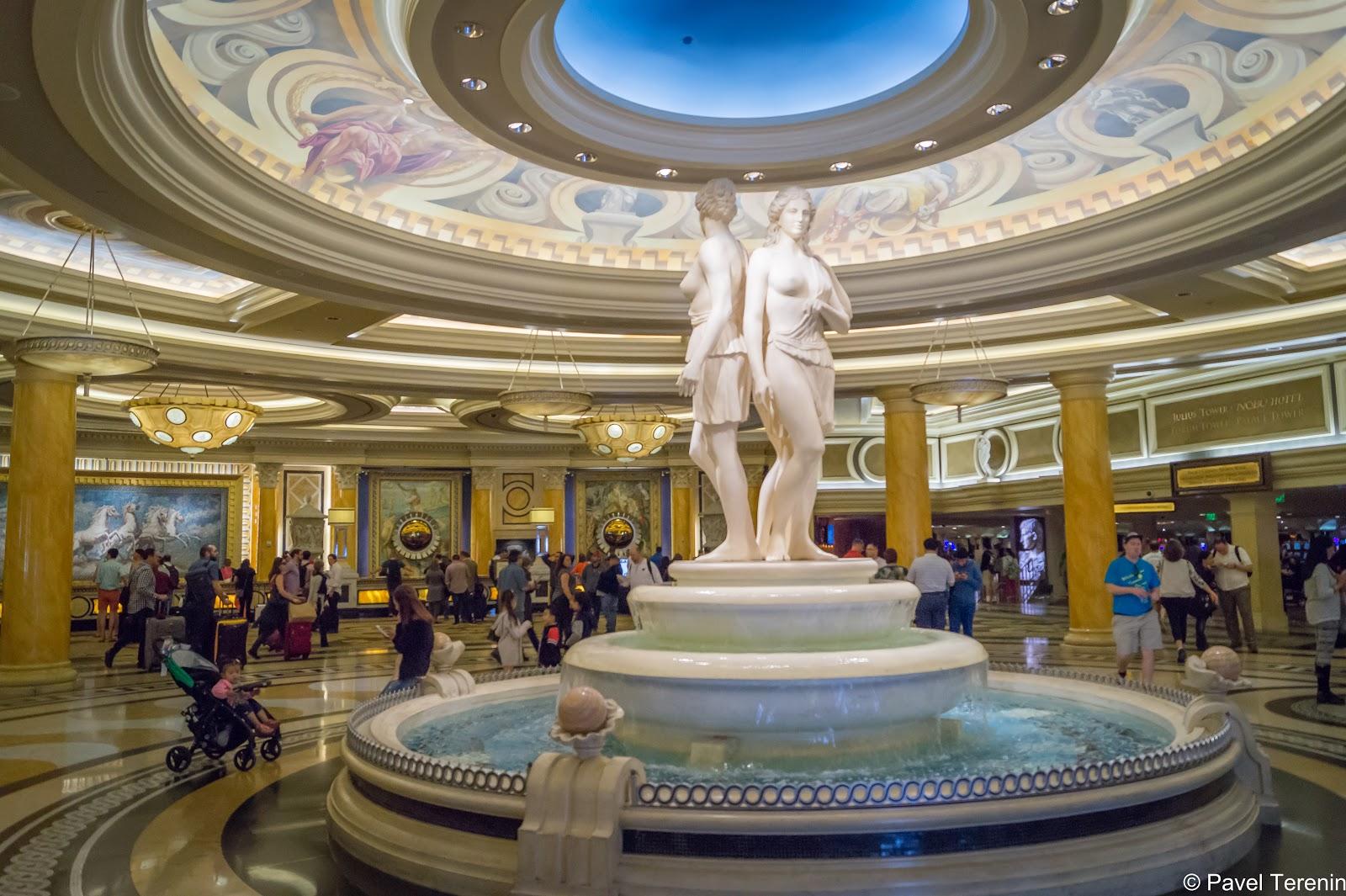 Снаружи отеля - Aмерика, а внутри Рим в самом пафосно-роскошном своем проявлении.
