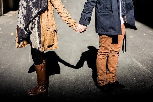 كيف اعرف ان زوجتي تحبني ولا تحب غيري ؟     هل زوجتي تحبني ولا تحب غيري ؟   علامات  زوجتي تحبني ولا تحب غيري ؟    يقول بعض الرجال  ان زوجتي تحبني ولا تحب غيري , و لكن أريد التأكد من أنه فعلا   زوجتي تحبني ولا تحب غيري ,  لأنني أشك في زوجتي أنها ربما وقعت في حب رجل أخر غيري , لست متأكد  ان زوجتي تحبني ولا تحب غيري , و لكني مازلت في مرحلة الشك  ان زوجتي تحبني ولا تحب غيري , و لهذا أبحث عن طريقة أتأكد فيها أن  ان زوجتي تحبني ولا تحب غيري ,  فكيف أعرف  ان زوجتي تحبني ولا تحب غيري ....