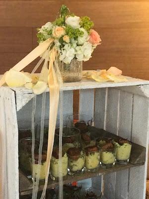 Fingerfood Buffet, Regenhochzeit, Apricot, Lachs, Pfirsich, heiraten in den Bergen, Hochzeitshotel Riessersee Garmisch-Partenkirchen, Bayern, Hochzeitsplanerin Uschi Glas
