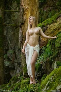 twerking girl - Acacia-S01-002.jpg