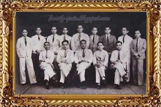 Amir Hamzah Duduk kedua dari kiri bersama kawan-kawan Perguruan Tinggi Ilmu Hukum di Batavia Juni 1934
