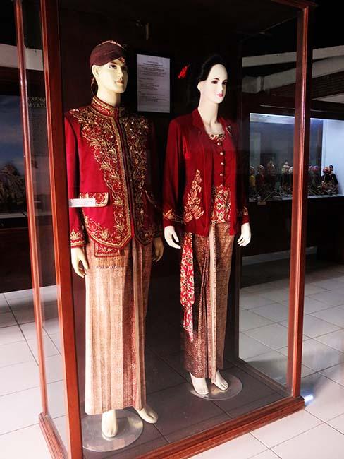Pakaian Adat di Museum