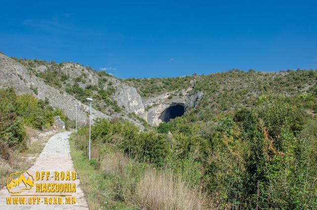 Entrance - Peshna Cave - Makedonski Brod, Macedonia