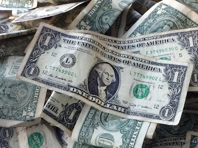 Formas de levar e comprar os dólares para Miami
