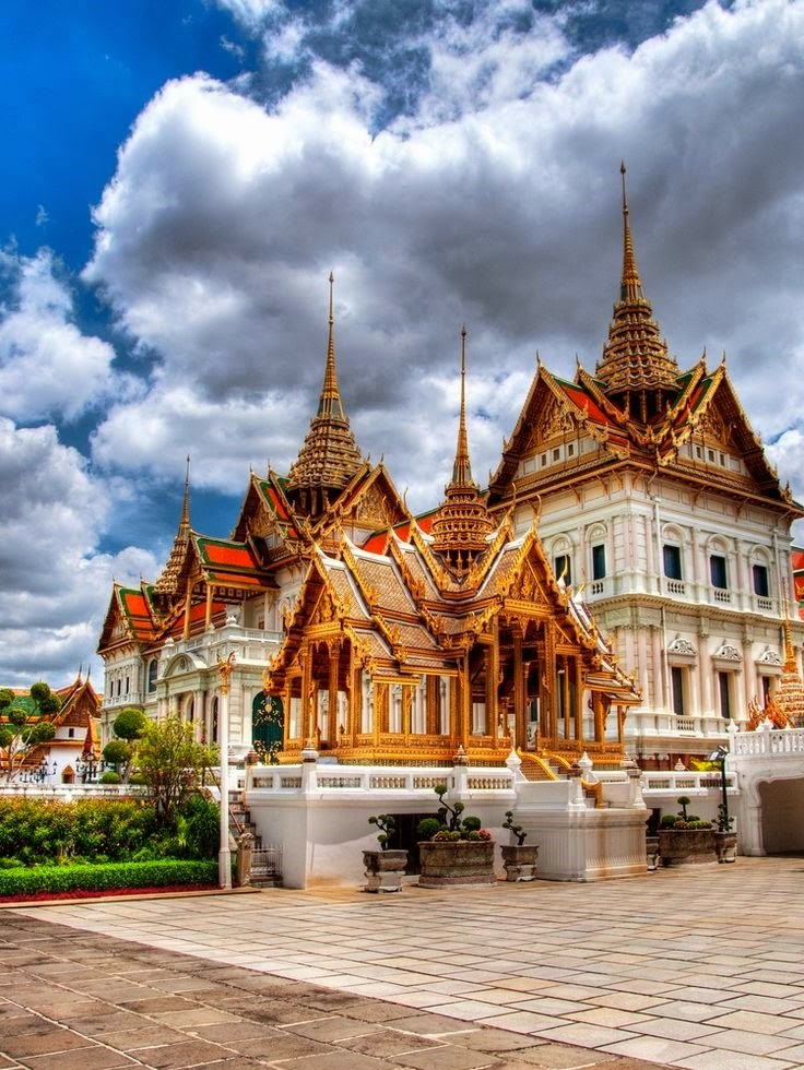 How to Visit Thailand on a Budget | Grand Palace Building complex in Bangkok, Thailand