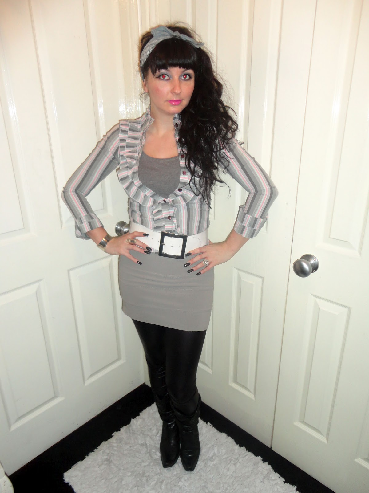 51e0defc3fb8f I wore this on Friday which consists of a lil grey mini skirt
