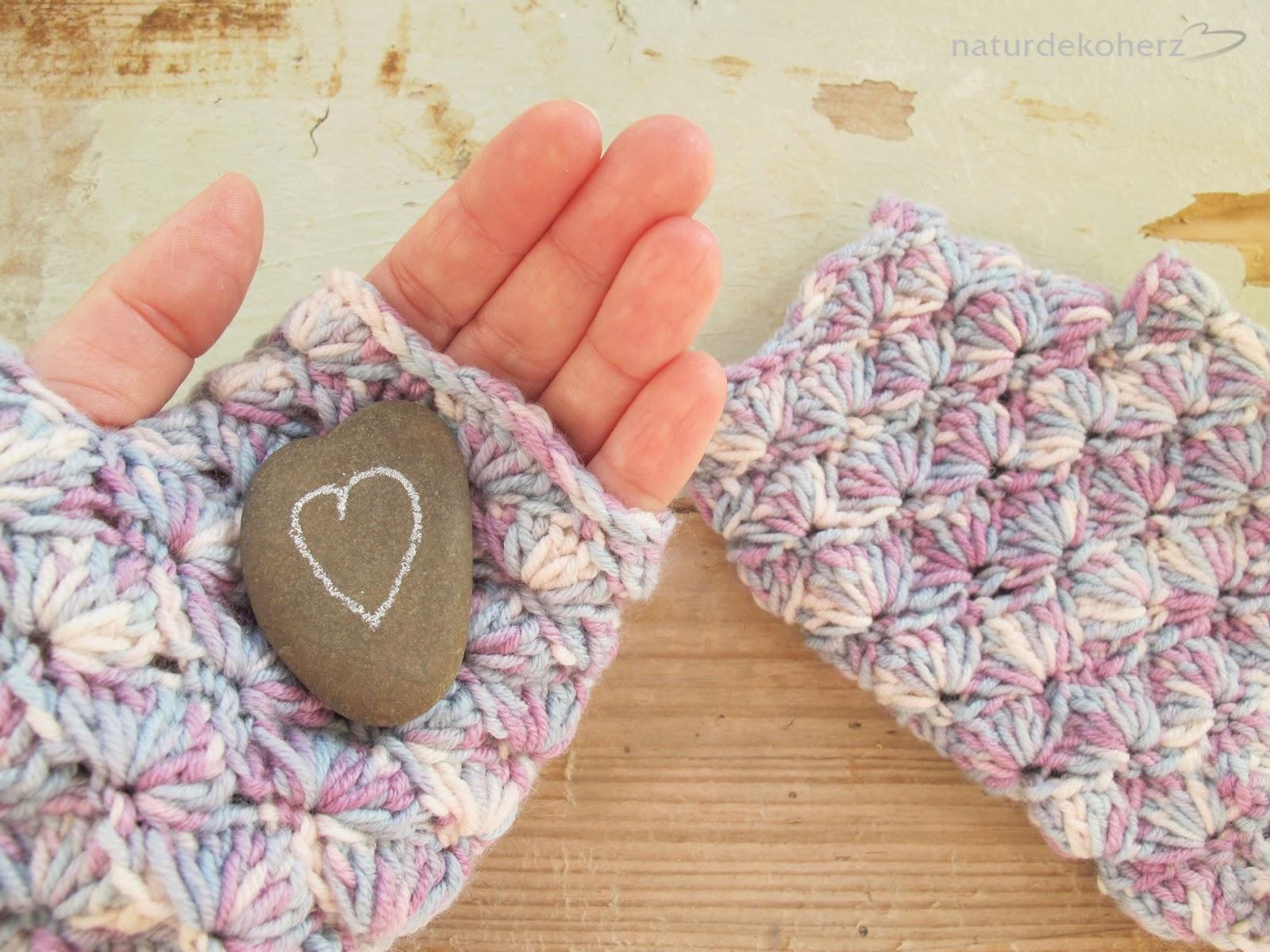 NaturDekoHerz: Fingerless Gloves - Häkelanleitung mit Muschelmuster
