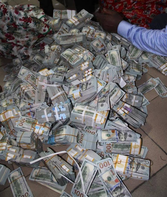 Photos Amp Video Efcc Finds Huge Cash In Ikoyi Lagos