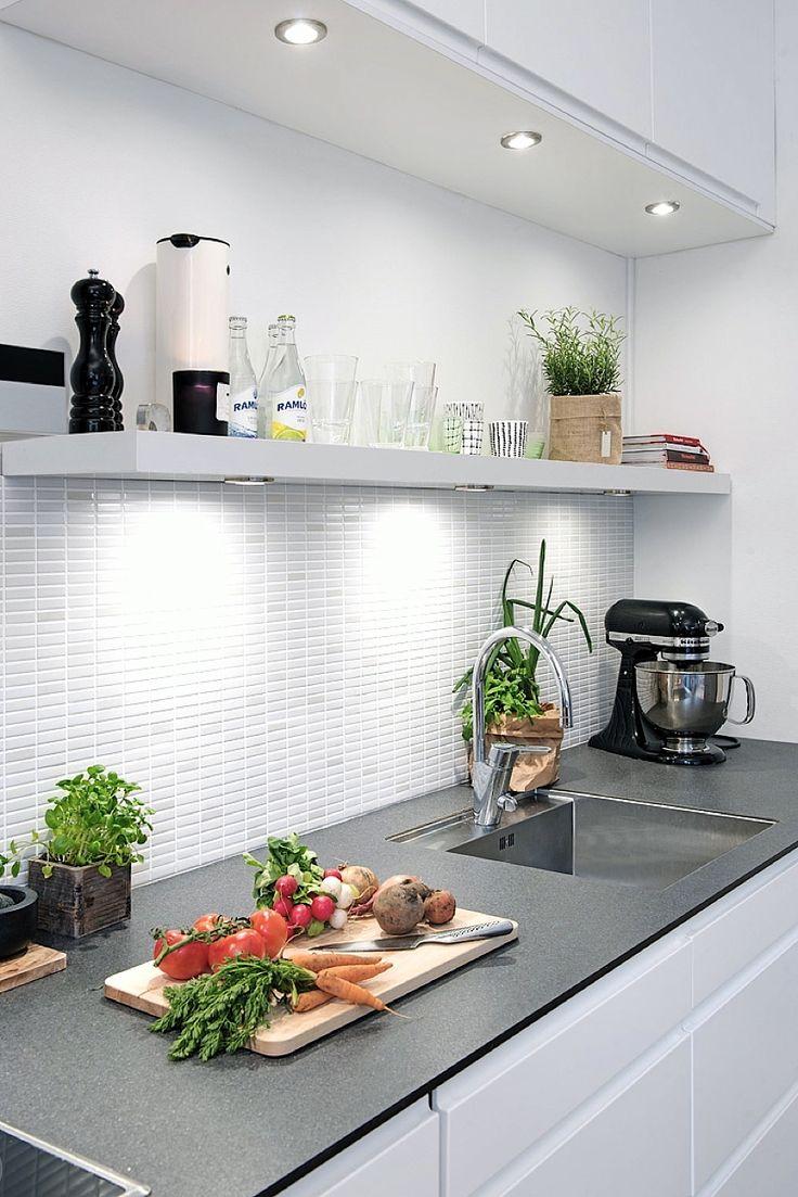 10 cocinas blancas y peque as diariodeco for Cocinas integrales blancas pequenas