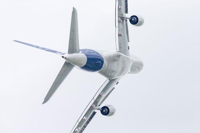 Airbus A380-800 Rolling Maneuver