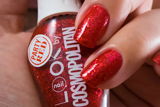Naillook by Cosmopolitan 31446 Party Red macro