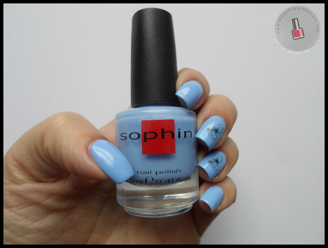 niebieski Sophin nr 241 w towarzystwie naklejek wodnych